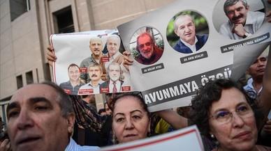Turquía ordena la detención de otros 35 periodistas acusados de golpismo