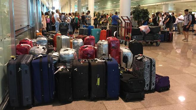 Nuevos cancelaciones y retrasos en Vueling de El Prat afectan a miles de usuarios y sus maletas.