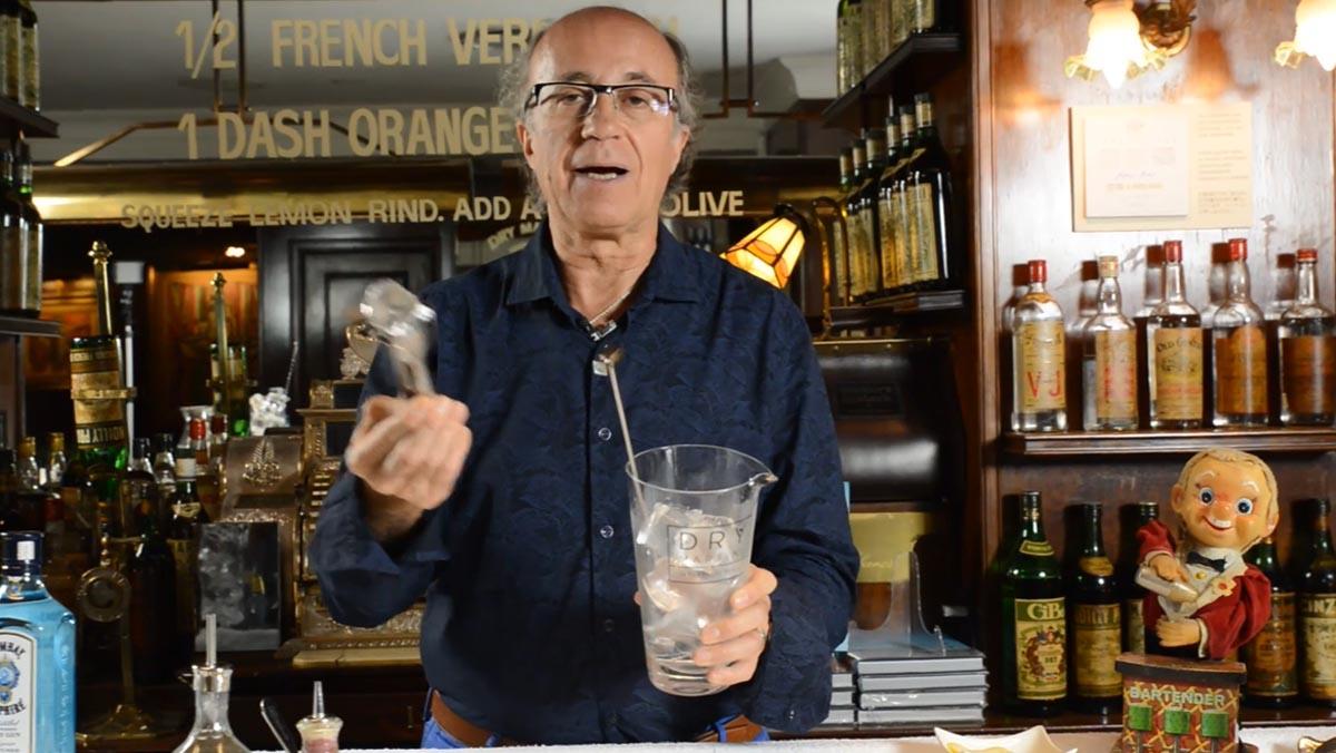 "Javier de las Muelas t'ensenya a fer un Dry Martini ""espectacular""."