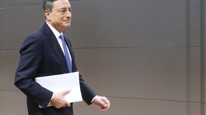 El BCE sorprèn a l'abaixar els tipus d'interès i elevar la compra de deute