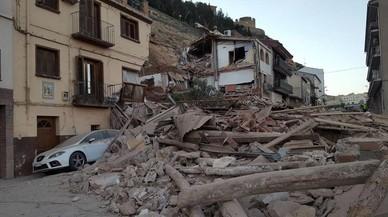 Una espectacular esllavissada destrueix diverses cases a Alcanyís