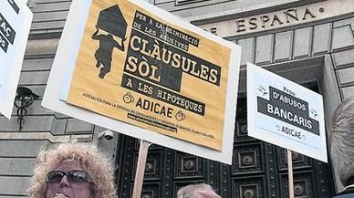 El Constitucional admite un recurso de Podemos contra el decreto de cláusulas suelo