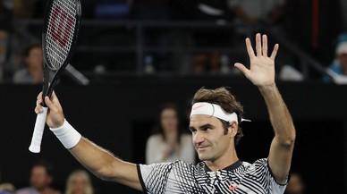 Federer celebra su victoria ante Mischa Zverev.