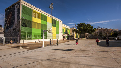 L'Escola Pau Casals torna a obrir el seu pati els caps de setmana