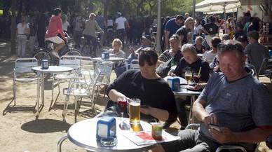 La inquietud de los barceloneses por el turismo y la vivienda se dispara