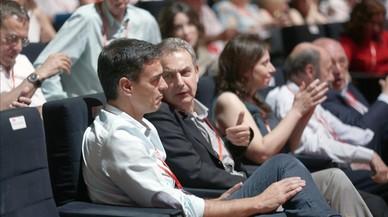 Sánchez assumeix tot el control del PSOE mentre els barons miren cap a un altre costat