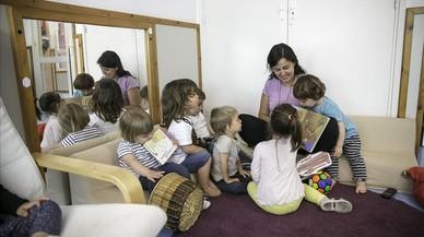Los pedagogos suspenden la nueva normativa de las 'madres de día'