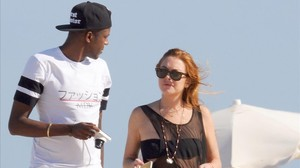 Lindsay Lohan passeja per Eivissa amb un misteriós acompanyant