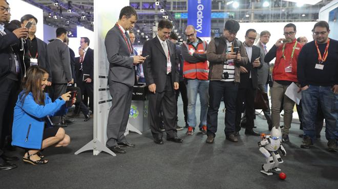 Segundo dia en el Mobile World Congress de Barcelona. Robot en el stand de Ubuntu