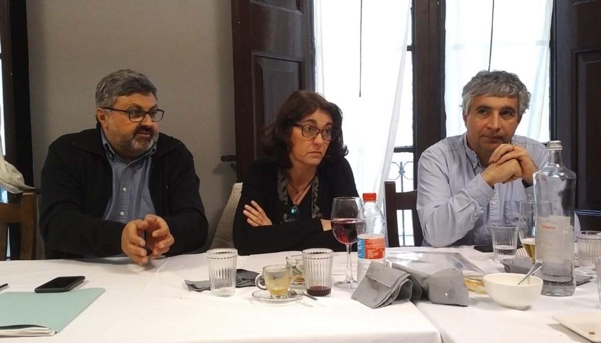 Joaquim Fernàndez, Núria Calpe y Josep Maria Font en la rueda de prensa del grupo municipal de CiU en Mataró.