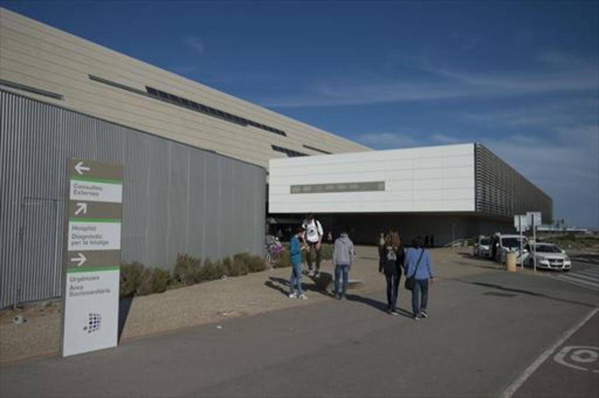 Fachada principal del Hospital Universitario de Sant Joan de Reus.