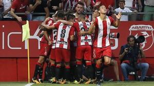 Stuani celebra el primer gol de la historia del Girona en Primera.