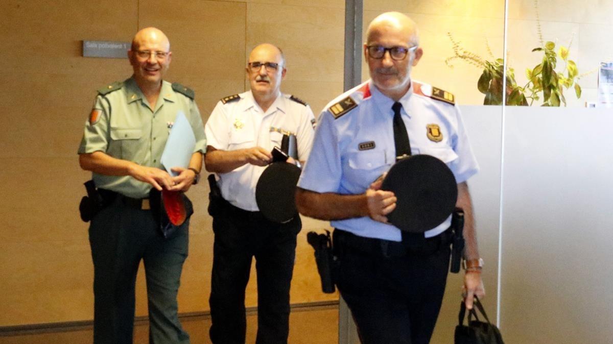Los mandos policiales gerundenses de Mossos, Policía Nacional y de la Guardia Civil, saliendo de la reunión con el Fiscal Jefe de Girona.