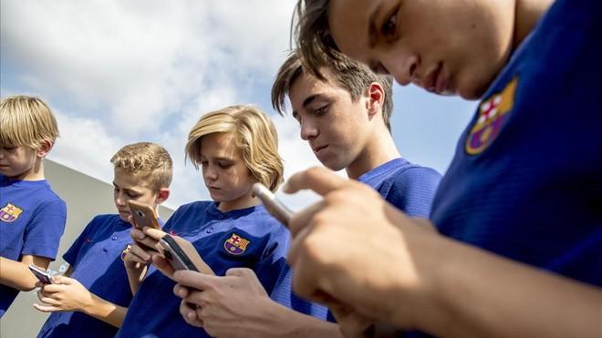 Jugadores del Barça residentes en la Masia, en un acto reciente en la ciutat esportiva Joan Gamper.