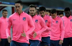 Torres, Saúl, Savic, Giménez y Thomas durante el entrenamiento en el Olímpico de Bakú