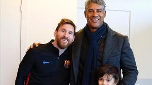 marcosl41177498 deportes messi y frank rijkaard con su hijo en el entrenam171203195050