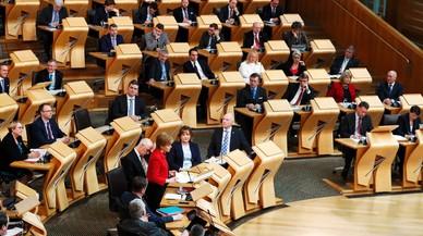 La ministra principal de Escocia, Nicola Sturgeon, interviene momentos antes de la votación del nuevo referéndum en el Parlamento de Escocia.