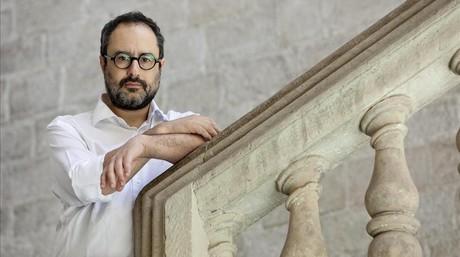 Antonio Ba�os posa para una entrevista con motivo de la publicaci�n de su libro 'Posteconom�a'.
