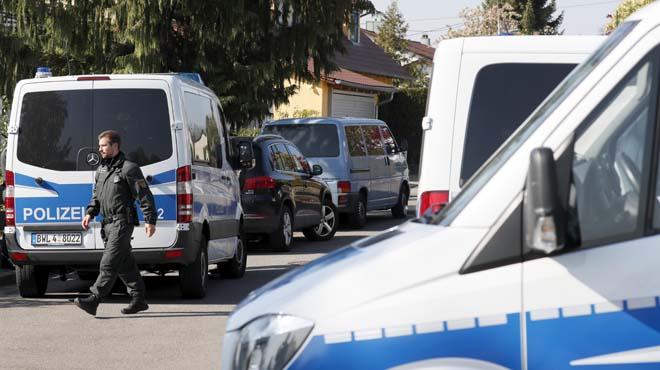El presumpte atacant va fer detonar tres bombes a l'autobús de l'equip de futbol alemany.