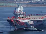 El nuevo portaviones chino, durante la ceremonia de botadura en Dalián, en el noreste del país.
