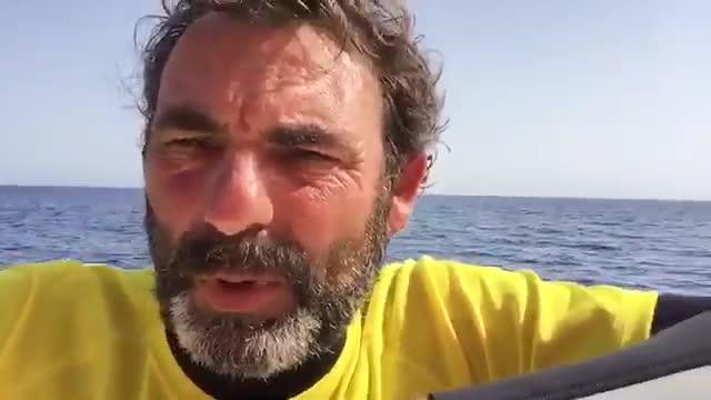 La embarcación de la oenegé Proactiva Open Arms asiste a 1.000 personas en su primer día en el Mediterráneo