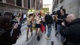 Femen Espanya realitza la seva primera acció oficial passejant-se en 'topless' per Madrid el 12-O