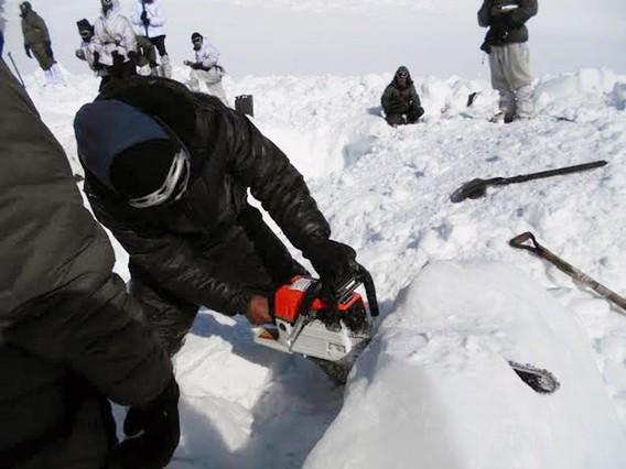 Rescatan a un soldado vivo tras seis d�as atrapado en la nieve