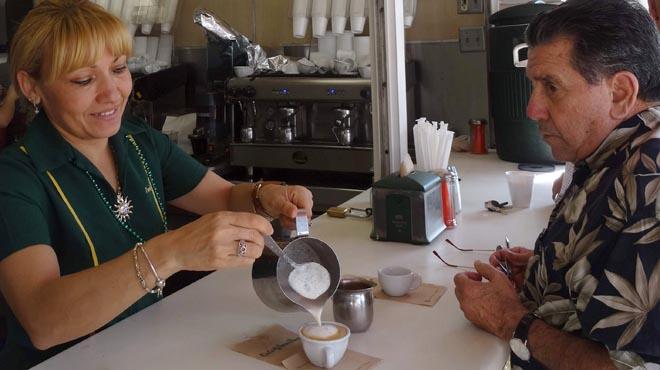 El consum d'unes tres tasses de cafè al dia redueix la mortalitat