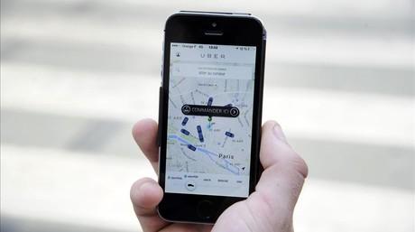 Un usuario utiliza la versi�n francesa de Uber.