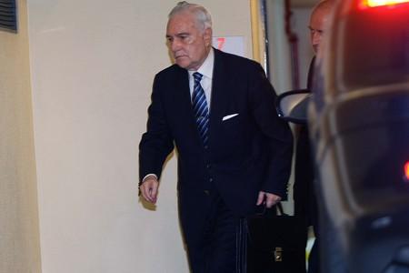 Carlos Dívar, presidente del Consejo General del Poder Judicial, llega a la sede del Consejo esta mañana.