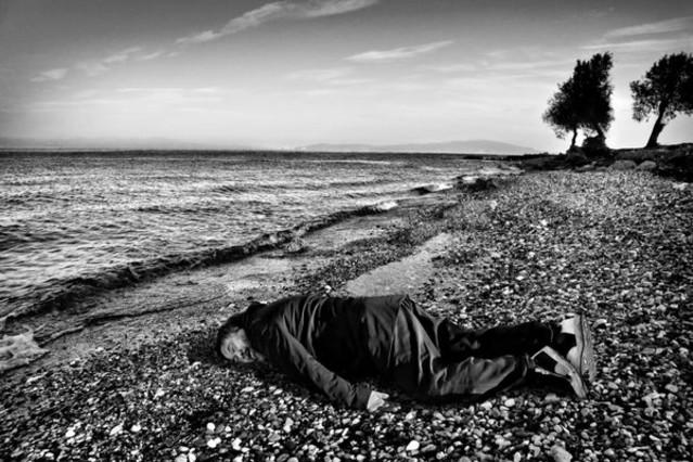 Ai Weiwei recreando la muerte de Aylán