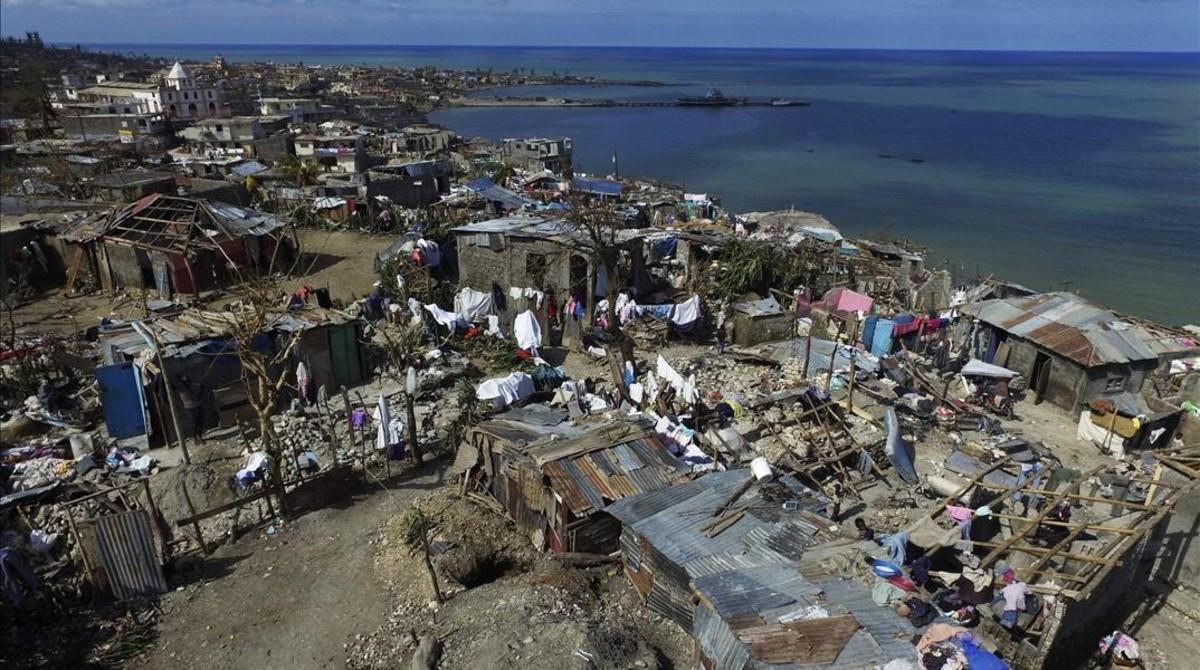Vista aérea de la destrucción provocada por el huracán Matthew en Jeremie, a 188 kilómetros al oeste de Puerto Príncipe, el 10 de octubre.