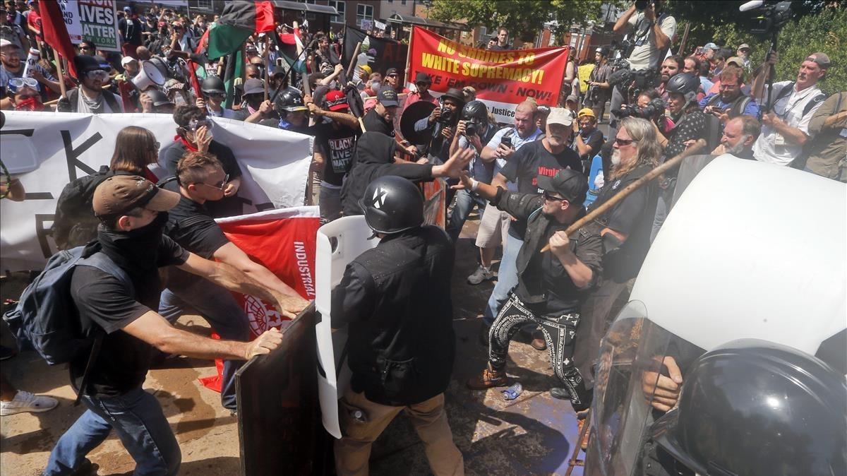 zentauroepp39662071 white nationalist demonstrators clash with counter demonstra170812193302