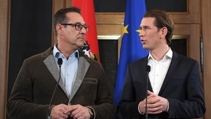 Sebastian Kurz (derecha) y Christian Strache, este viernes 15 de diciembre.