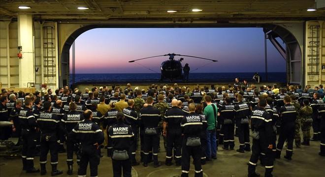 França ja bombardeja l'Estat Islàmic des del portaavions 'Charles de Gaulle'