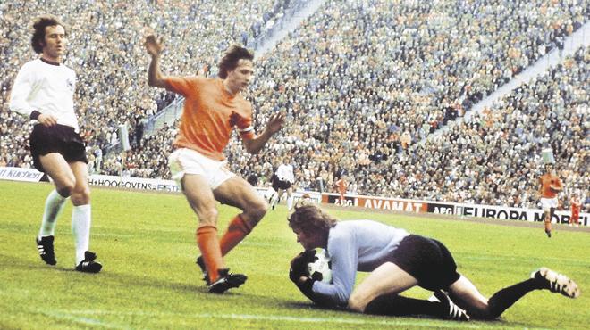 """Beckenbauer: """"Cruyff era com un germà per a mi"""""""