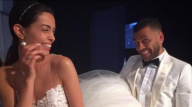 Dani Alves es casa amb la model Joana Sanz