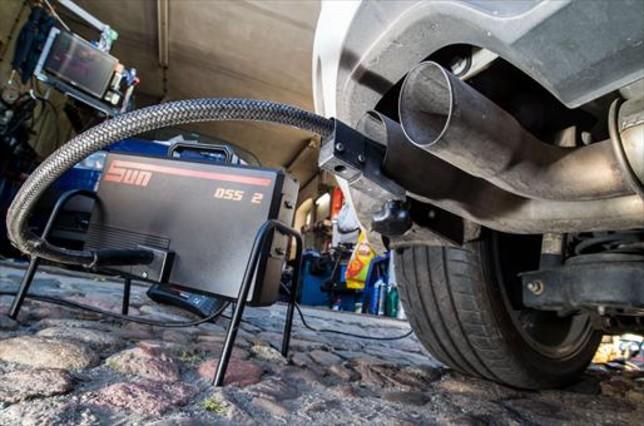 EEUU demanda a Volkswagen por manipular motores diésel