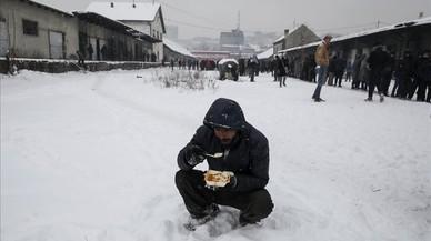 Milers de refugiats es protegeixen en edificis abandonats a Belgrad