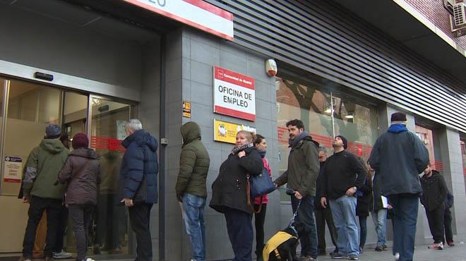 L'atur baixa en 48.559 persones al març