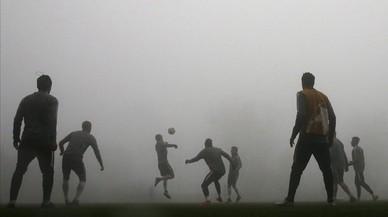 Los jugadores del Mónaco se entrenan en la niebla antes de su partido de la Liga de Campeones ante Tottenham.