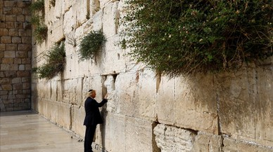 lpedragosa38556366 u s president donald trump touches the western wall judais170522222809