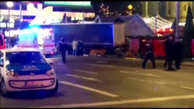 Un camió causa 12 morts i 48 ferits en un presumpte atac terrorista a Berlín