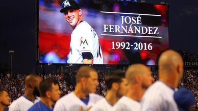 Minuto de silencio para Jos� Fern�ndez durante el partido entre los Marlins y los Cubs.