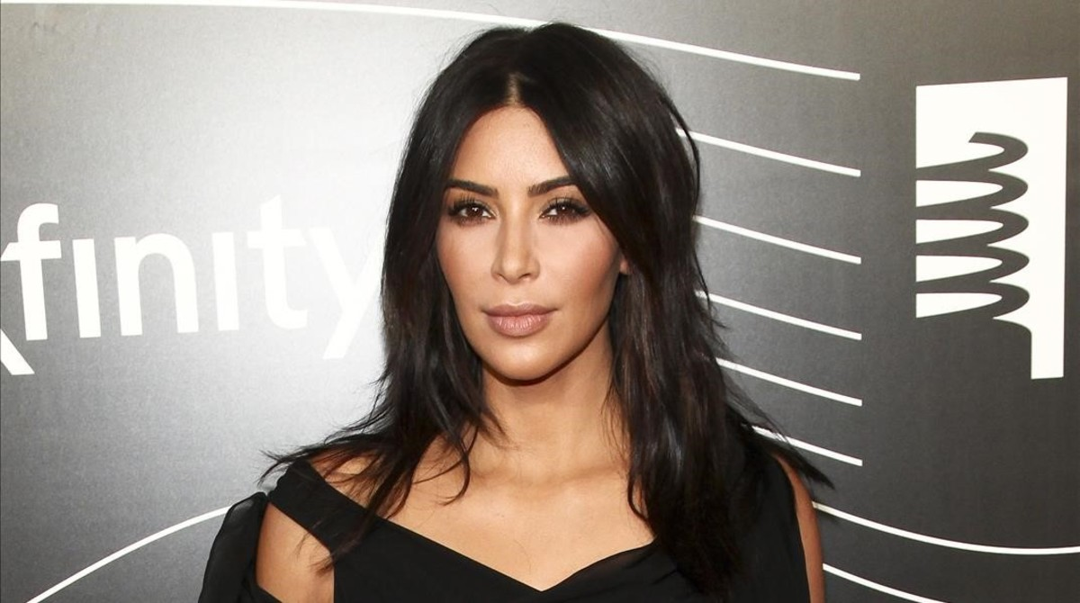 Kim Kardashian se viste de plástico para adelgazar