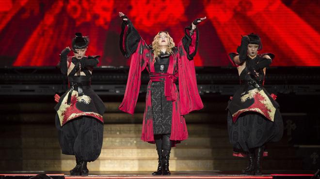 Madonna torna a pujar a l'escenari amb unes copes de més