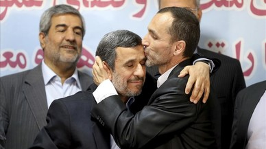 Ahmadinejad dona la sorpresa i s'inscriu com a candidat a la presidència de l'Iran