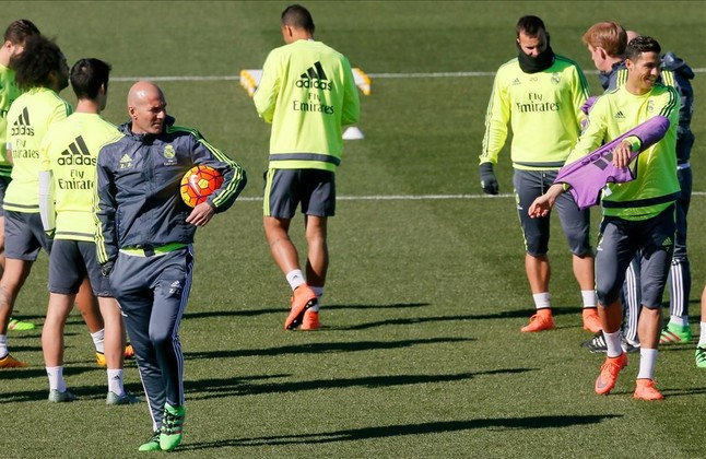 """Zidane: """"Bastante lío tengo yo como para hablar de Benítez"""""""