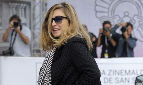 La actriz y productora Julie Gayet llega al festival de cine de San Sebasti�n, este martes.