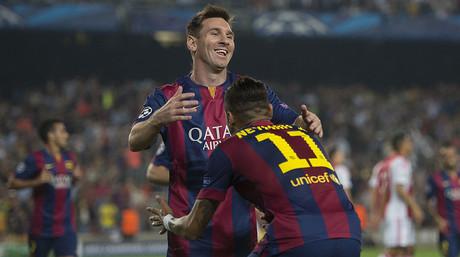 Neymar celebra con Messi su gol ante el Ajax en el Camp Nou